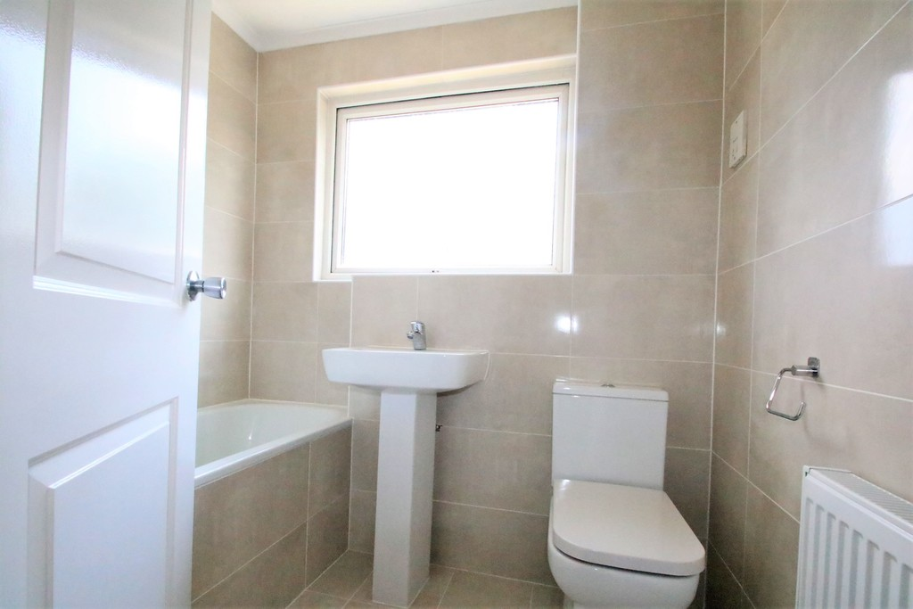 House To Rent In London L2L5947-1395