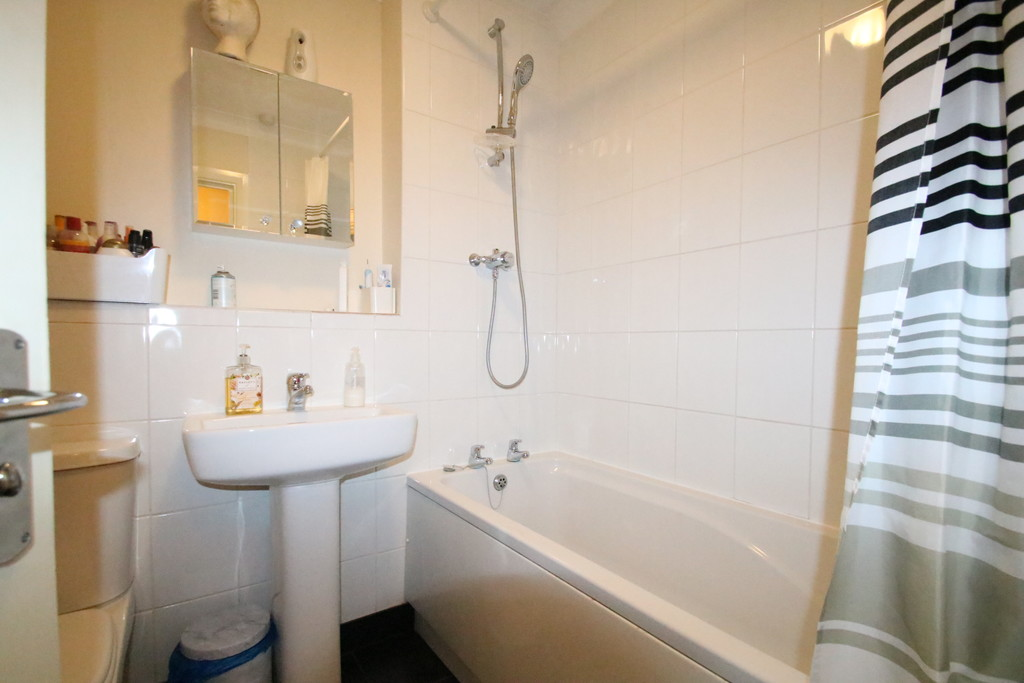 Flats And Apartments To Rent In London L2L5947-1978