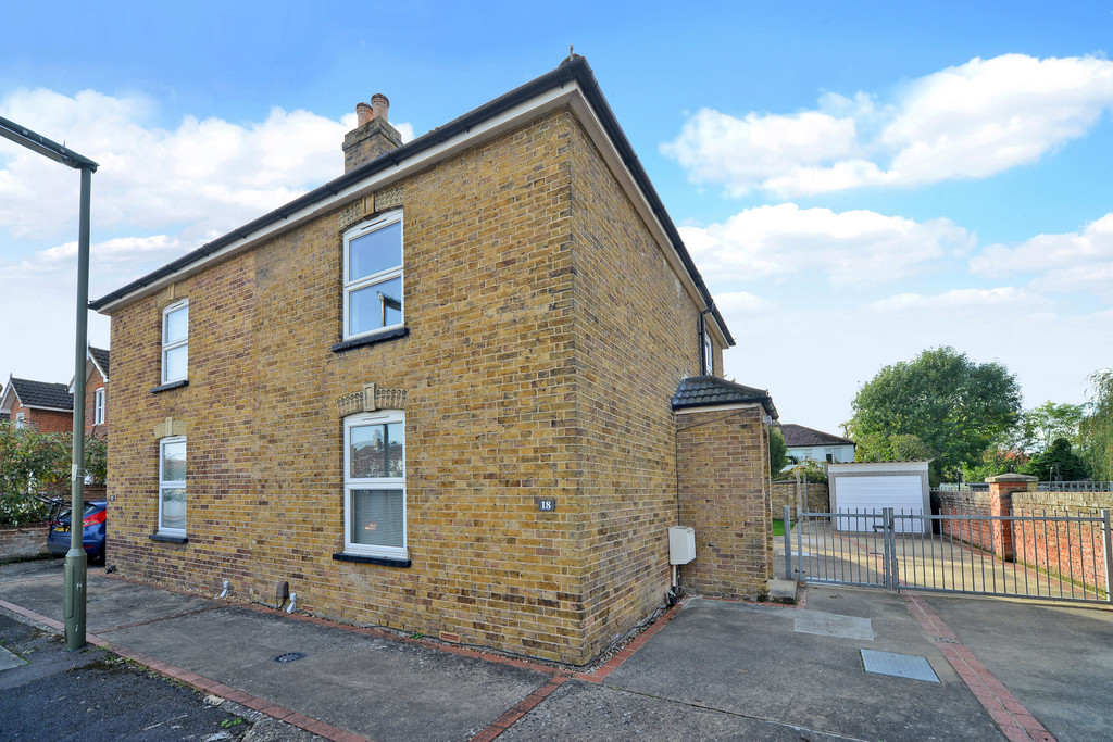 Student To Rent In Egham Town L2L6075-610