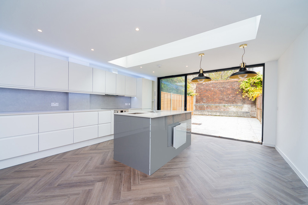 Property To Rent In London L2L6085-1826