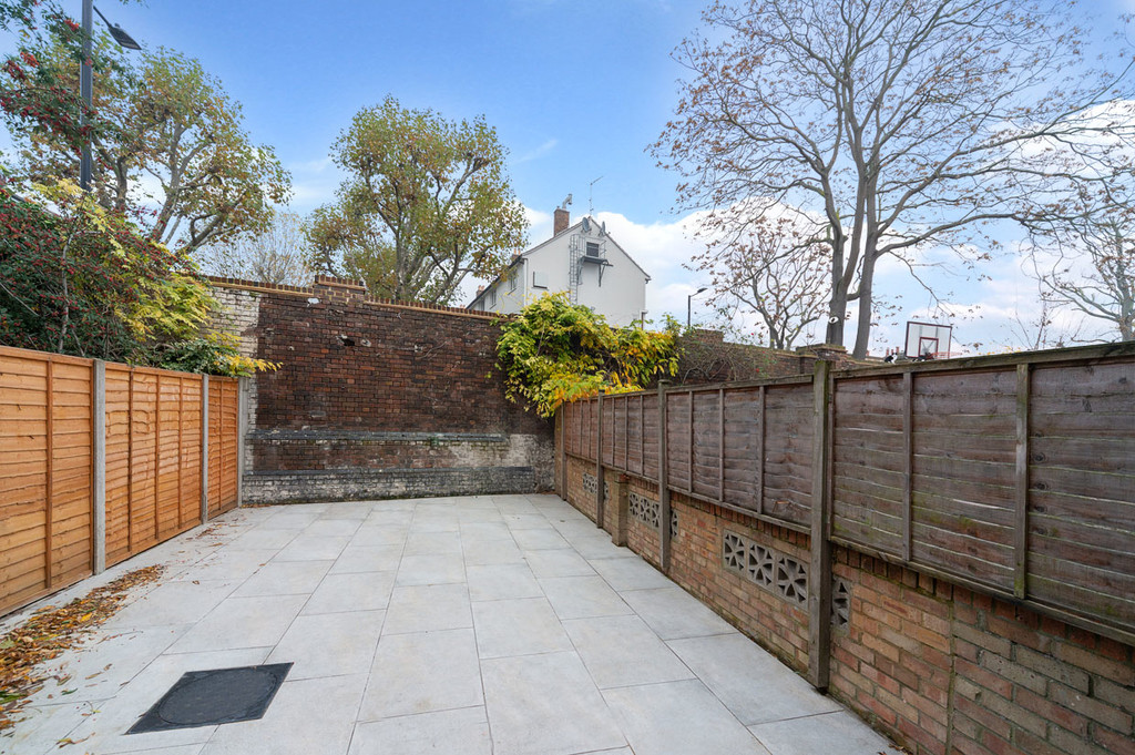 Student To Rent In London L2L6085-1826