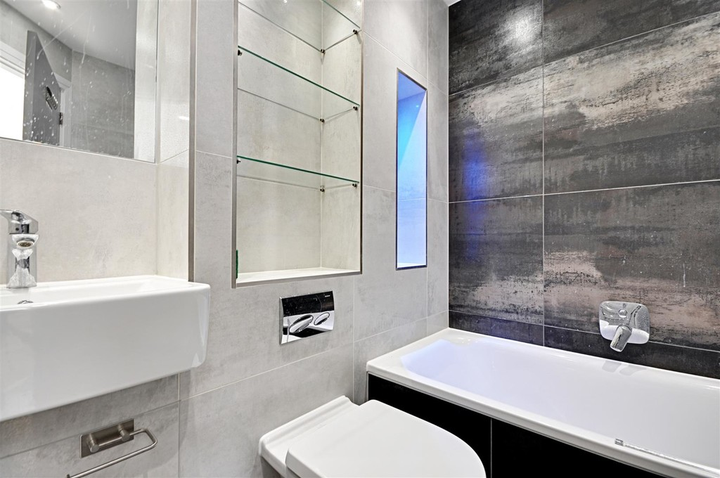 Flats And Apartments To Rent In Ealing L2L6119-847