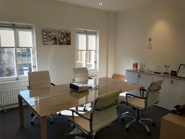 Commercial Property To Rent In London L2L619-1310