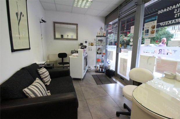 Commercial Property To Rent In London L2L619-1399