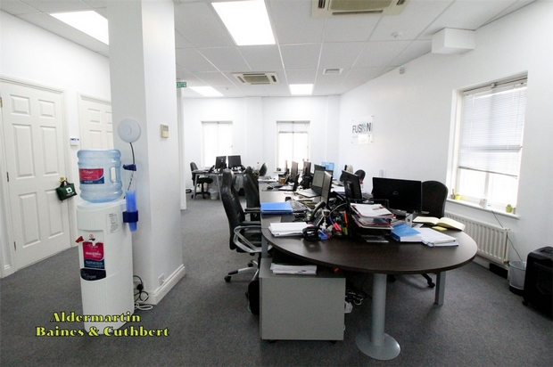 Commercial Property To Rent In London L2L619-2015