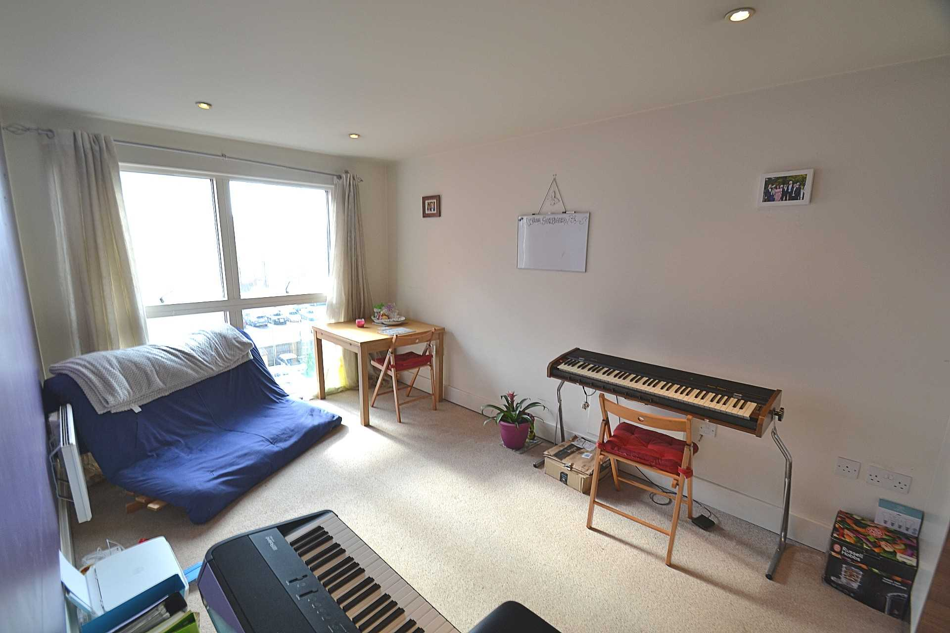 Flats And Apartments To Rent In Town L2L72-575