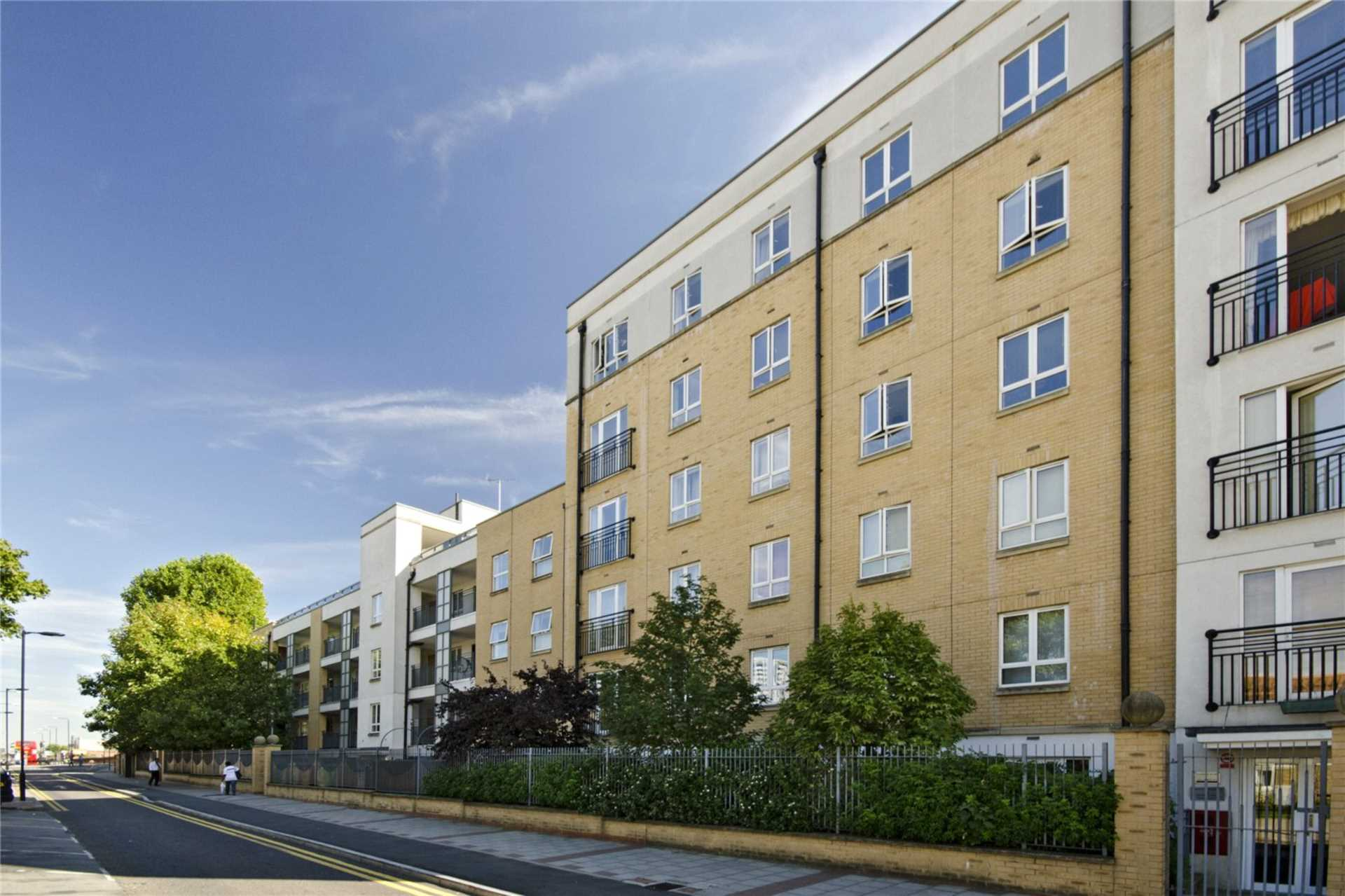 Property To Rent In London L2L73-206