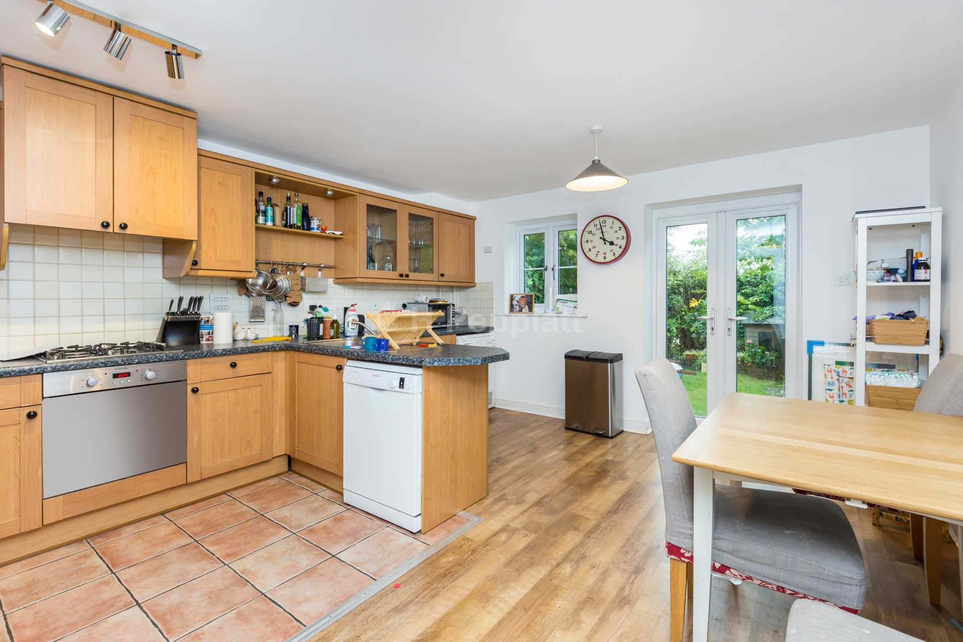 Property To Rent In London L2L77-1202
