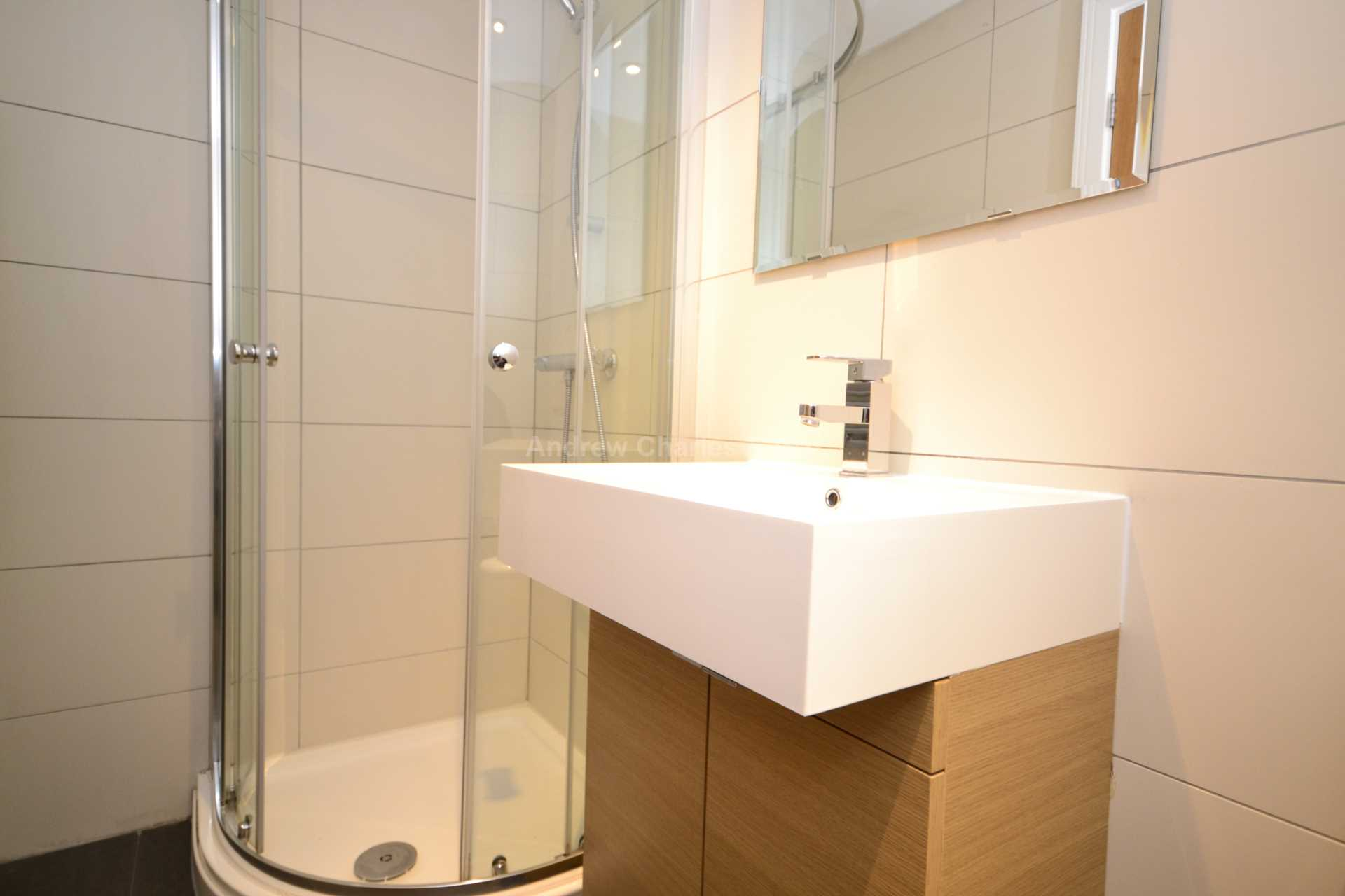 Student To Rent In Swiss Cottage L2L77-868