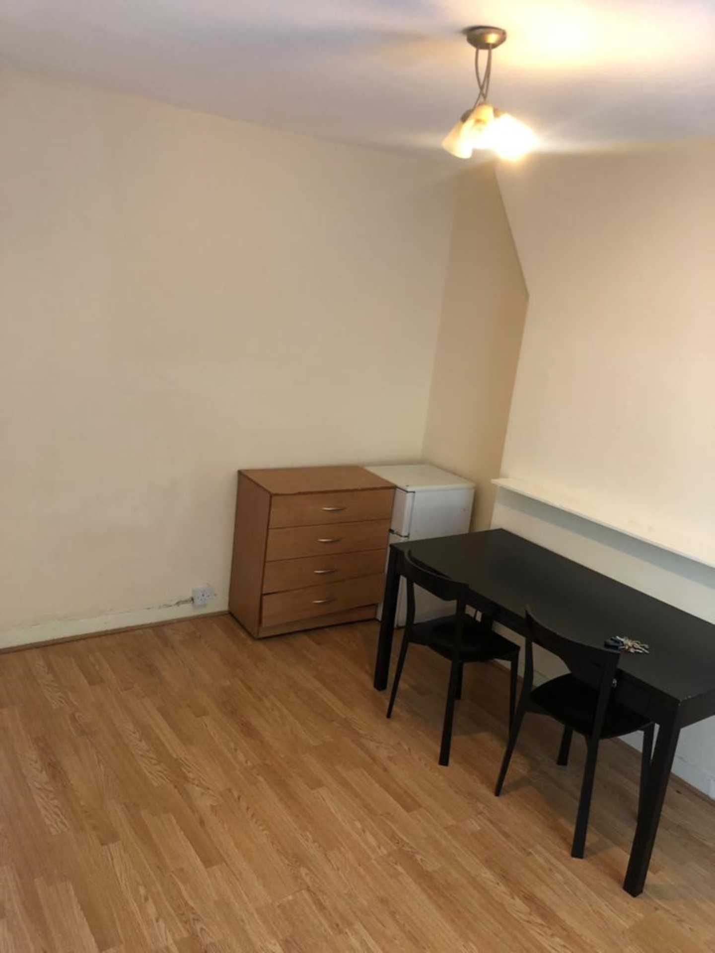 Student To Rent In Newington L2L78-411