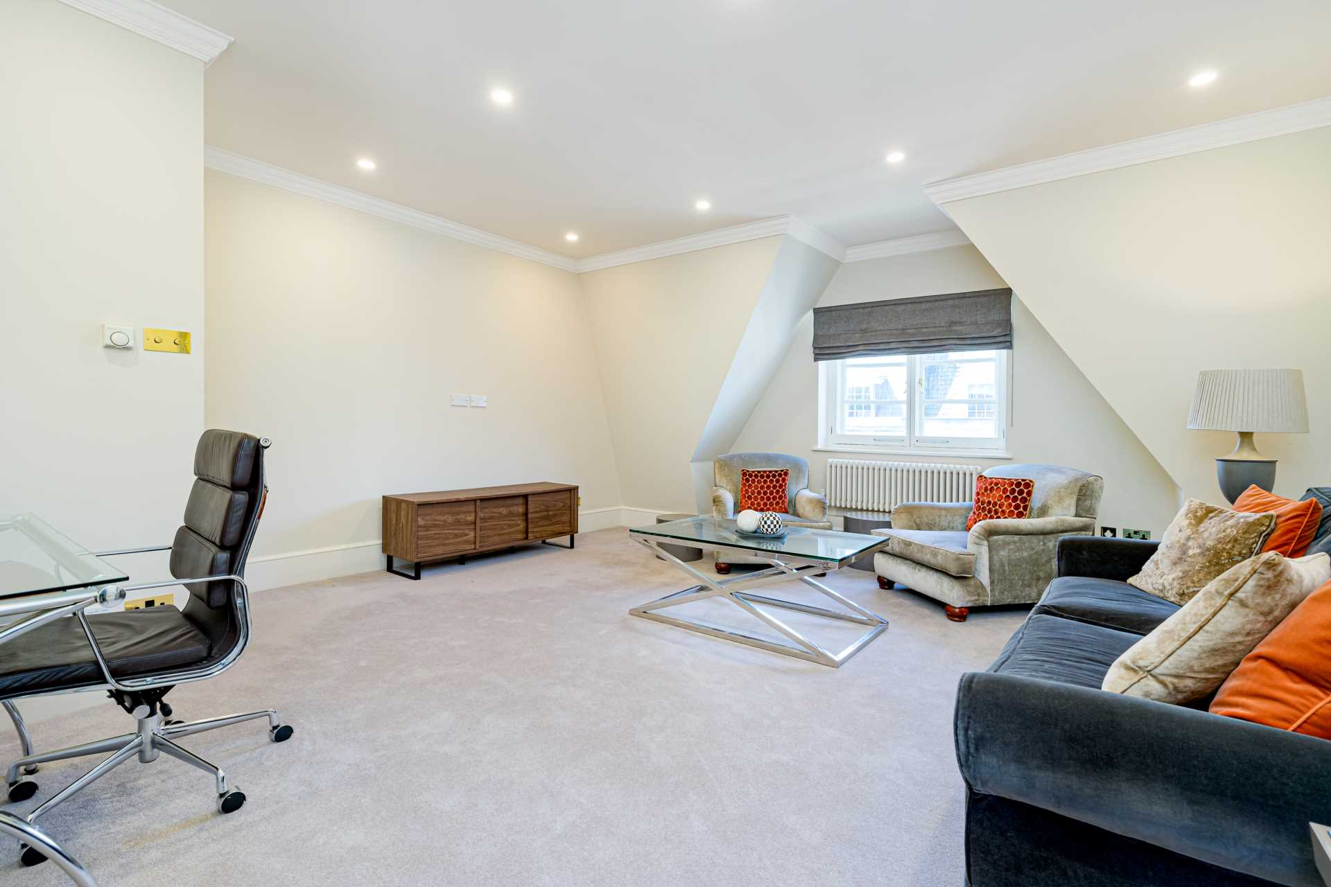 Property To Rent In London L2L82-421
