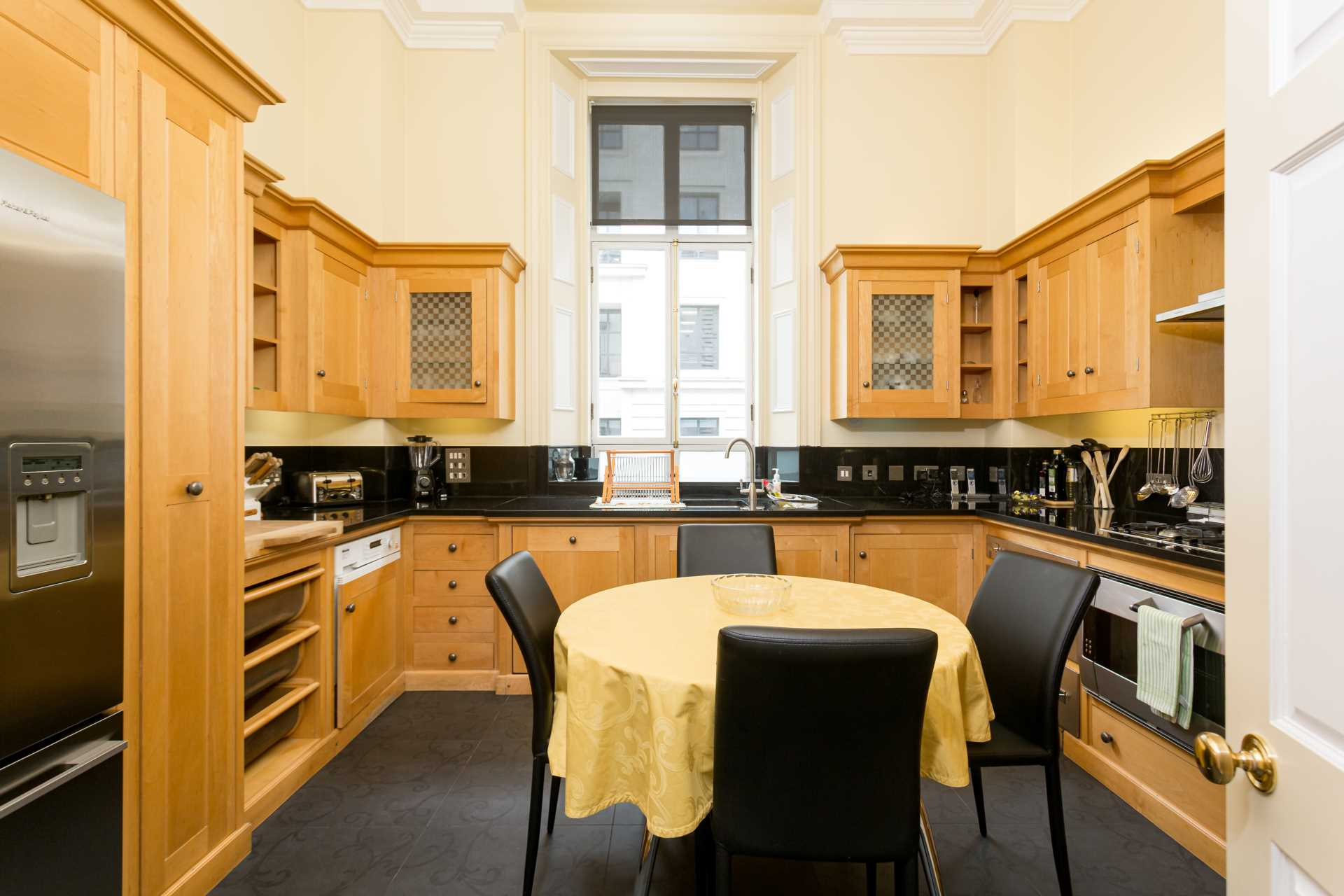 Rent In London L2L82-669