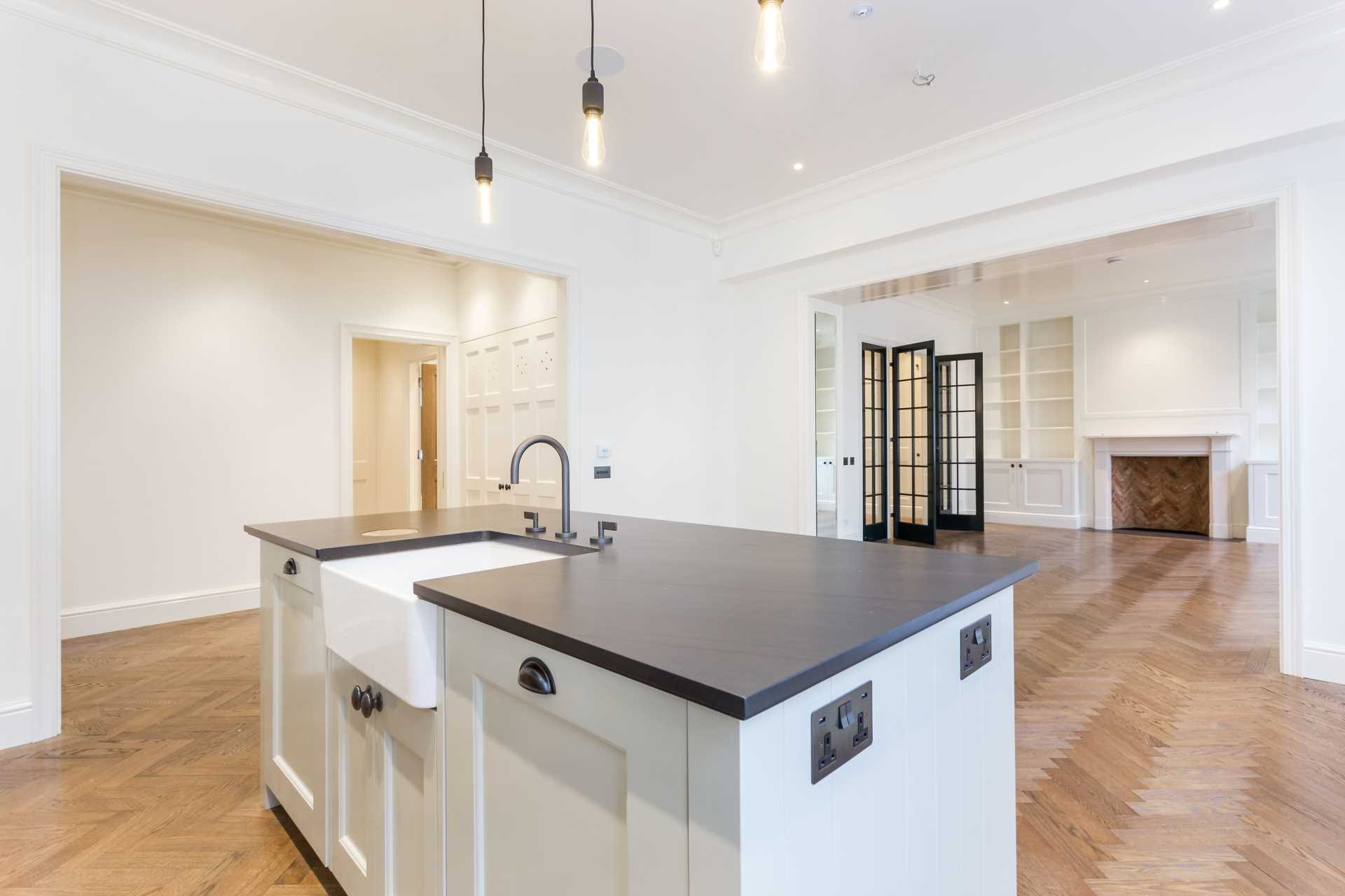 Property To Rent In London L2L82-1061