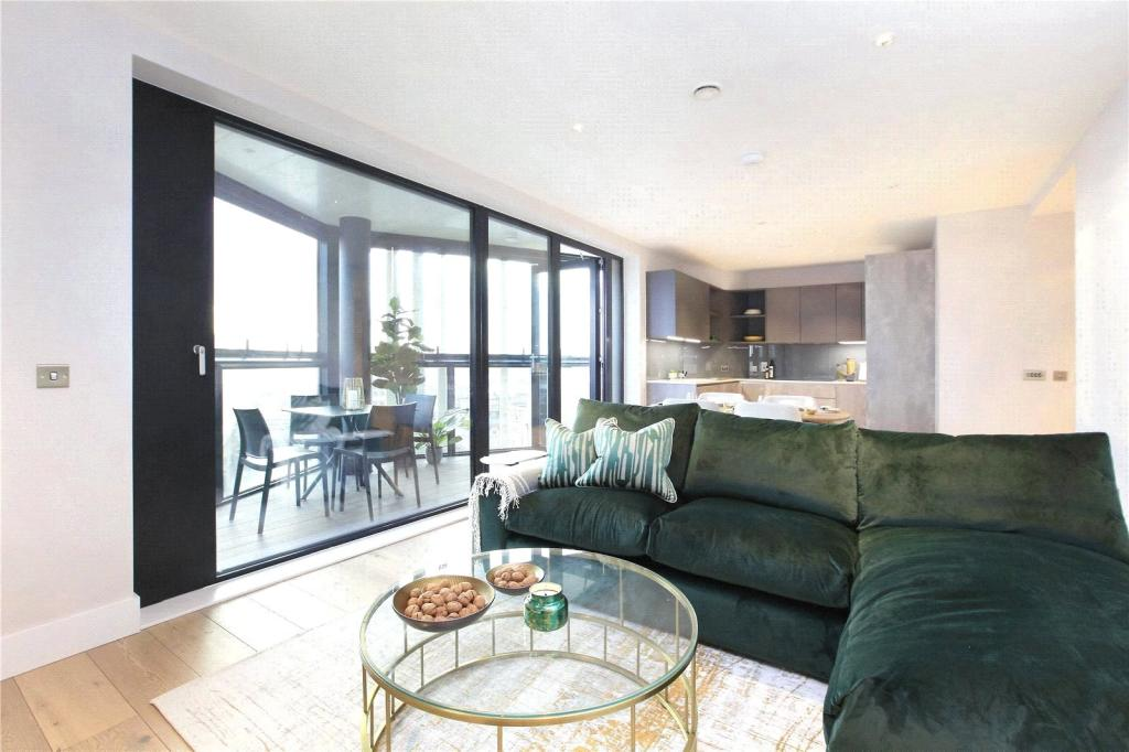Property To Rent In London L2L8294-100