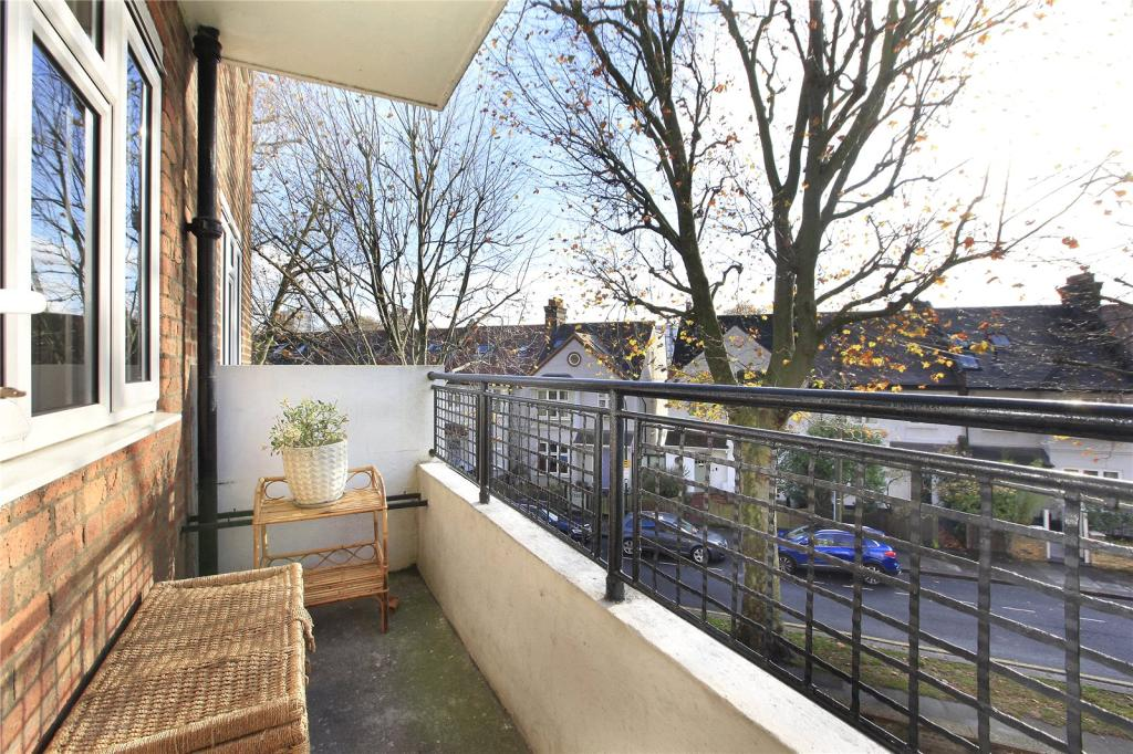 Property To Rent In London L2L8294-929
