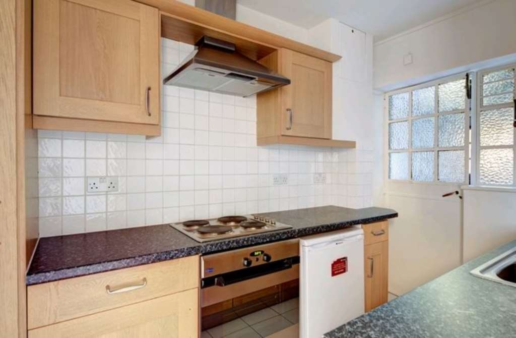 Flats And Apartments To Rent In Brompton L2L87-654