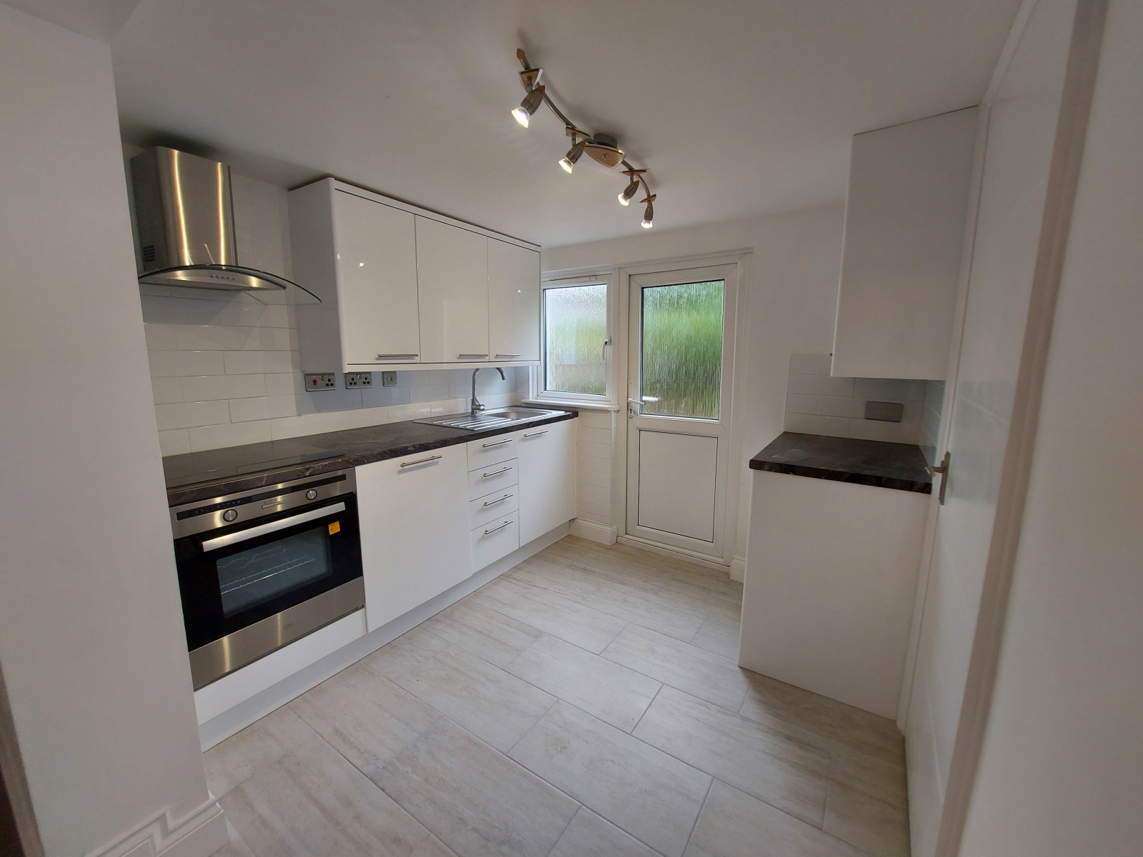 House To Rent In London L2L9030-2722