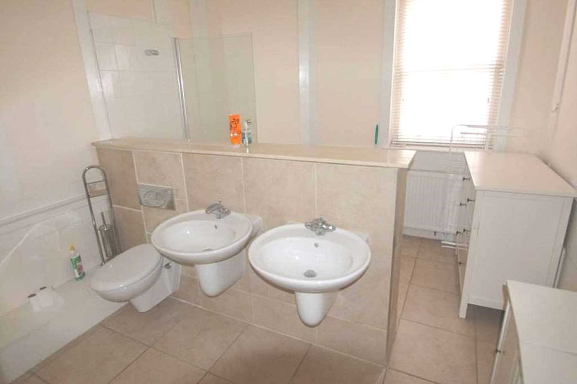 Flats And Apartments To Rent In Soho L2L92-12055