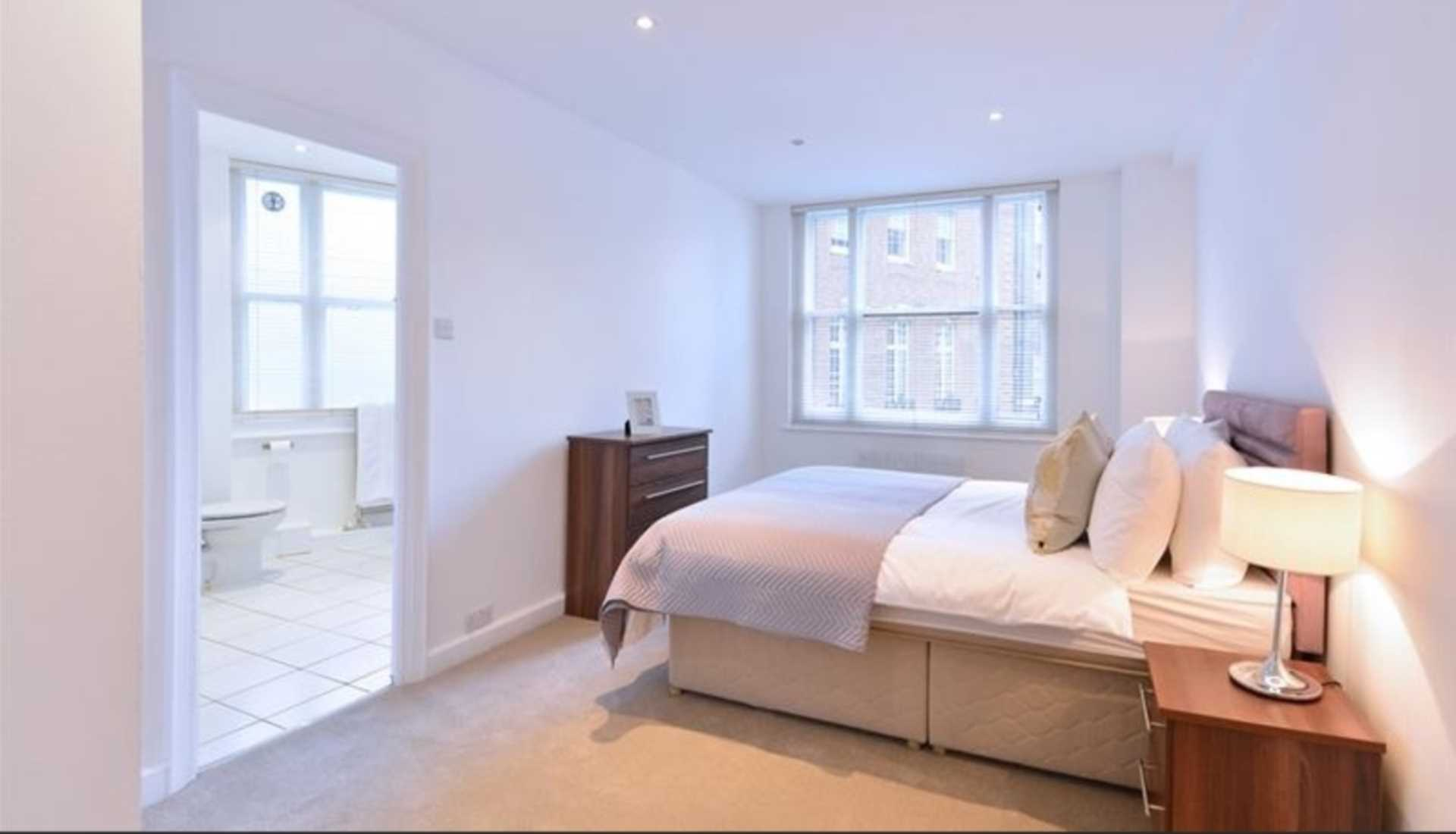 Rent In London L2L92-12482
