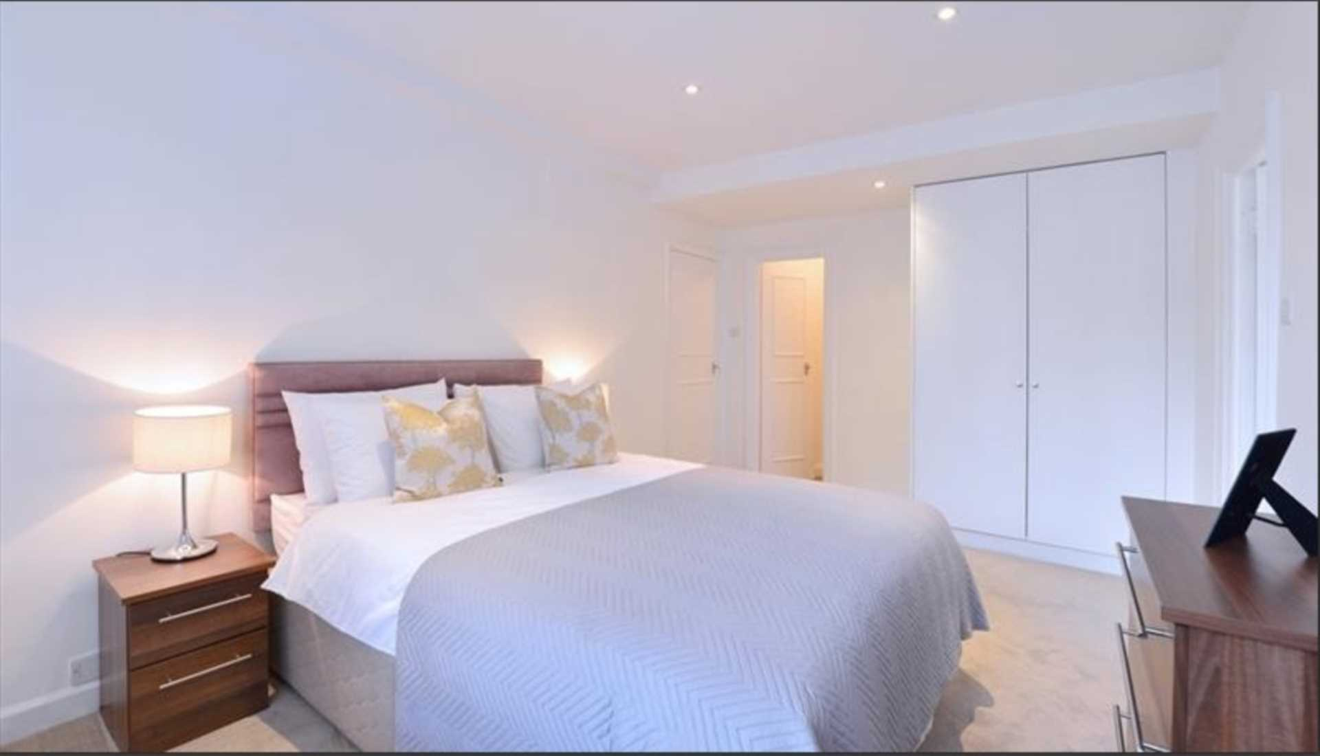 Rent In Mayfair L2L92-12482