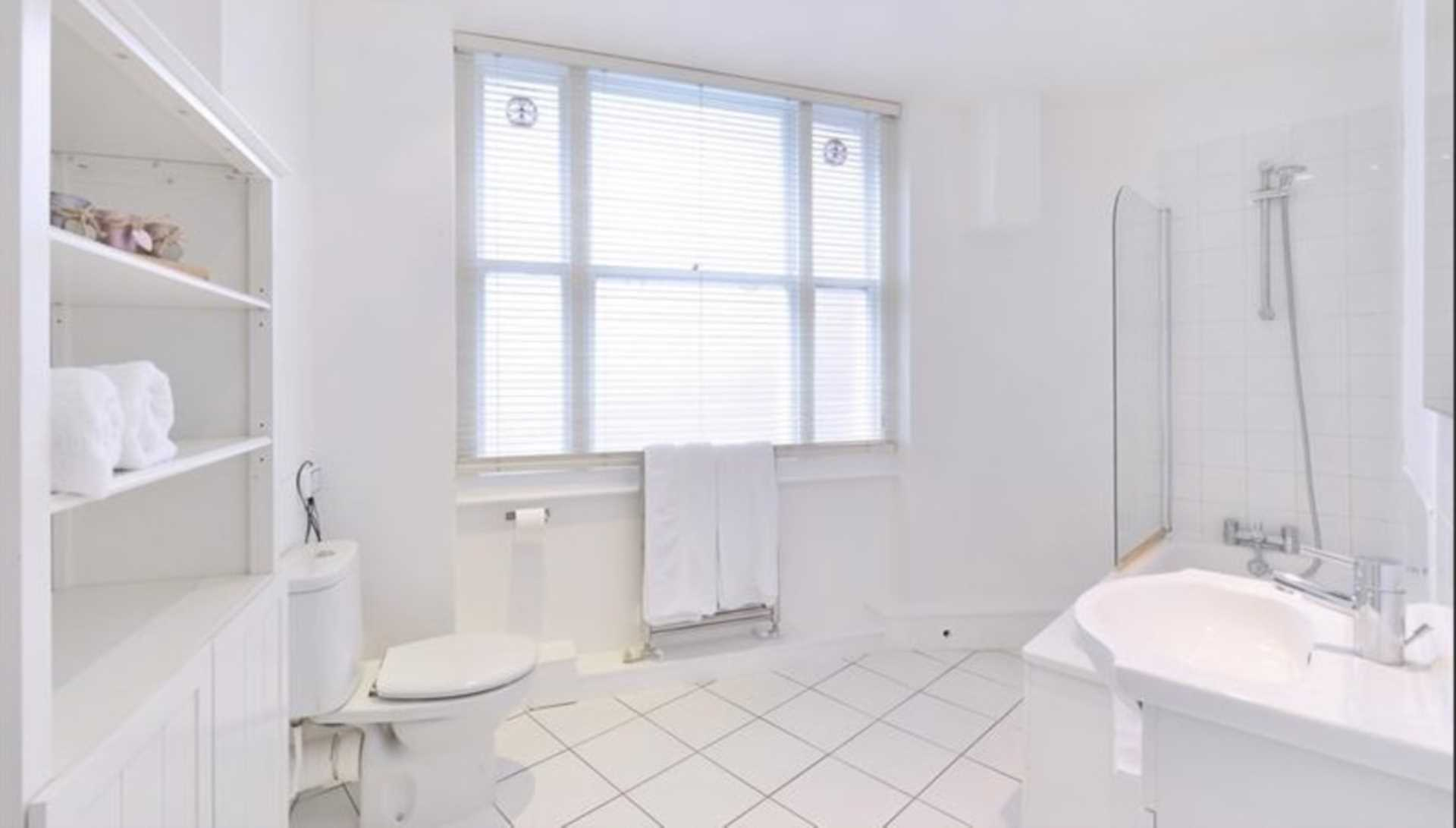 London Rental Property L2L92-12482