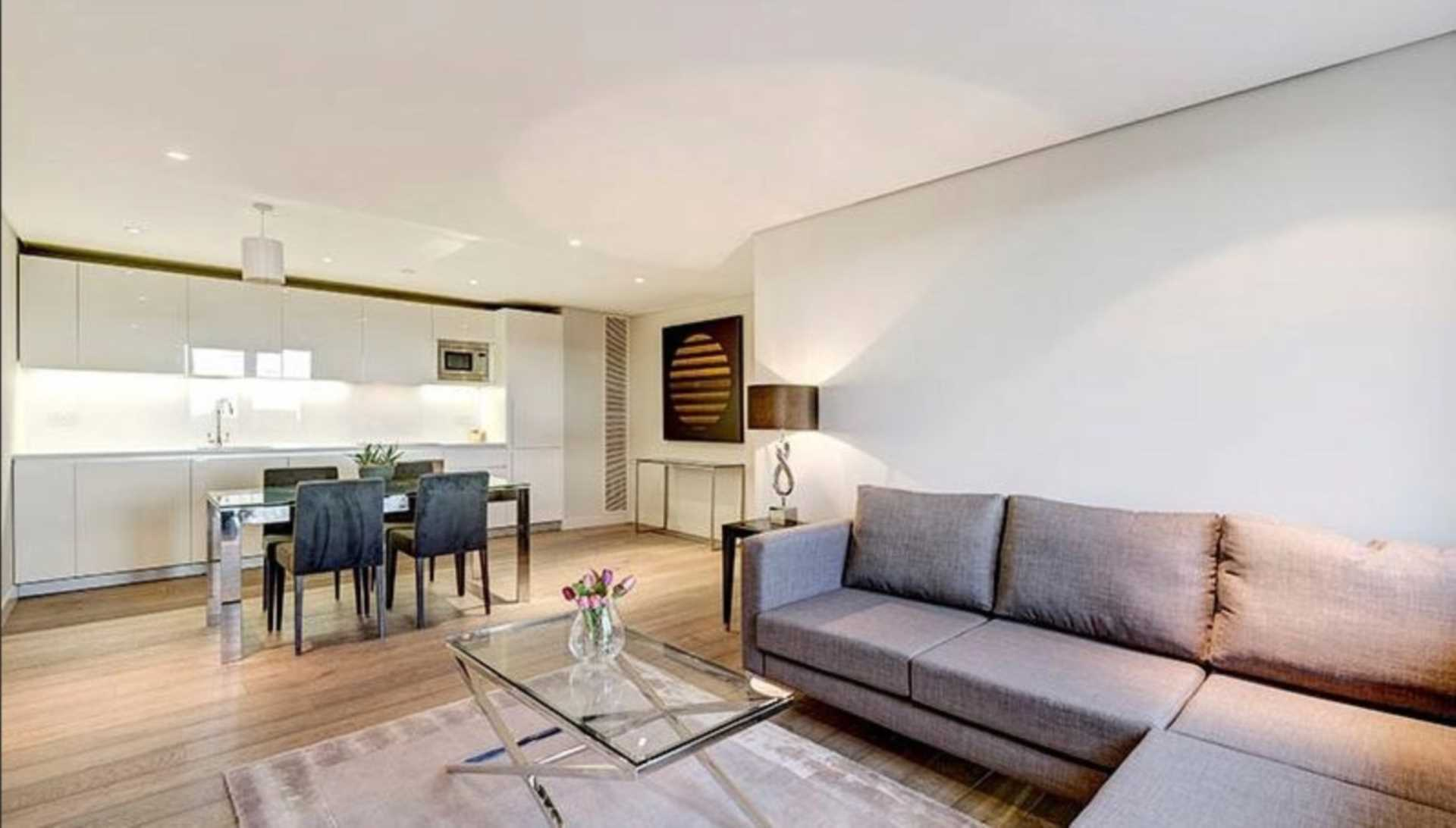 Rent In London L2L92-12499